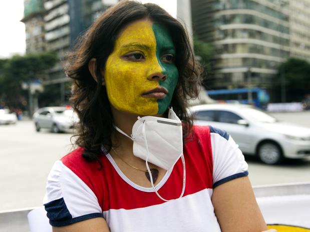 mulherverdeamareloprotesto1606bsantos